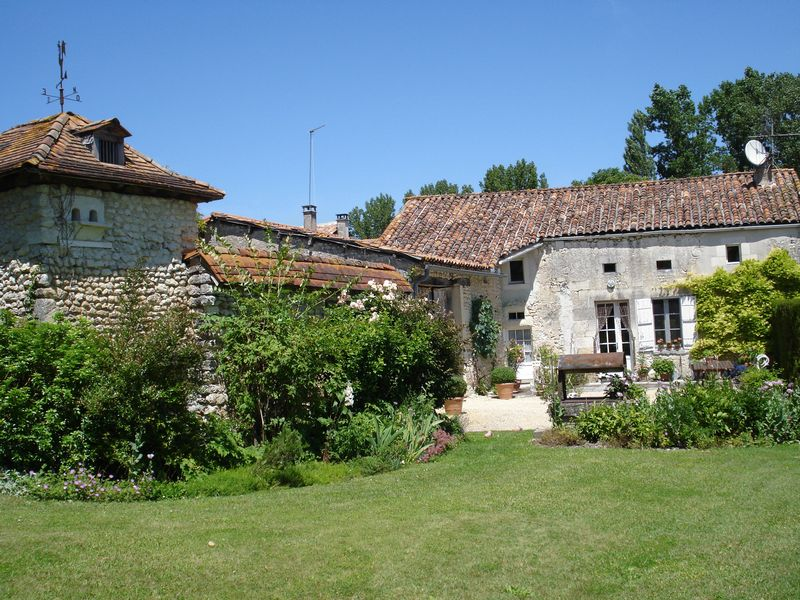 An old stone farmhouse entirely restored within 5 mins of Aubeterre sur Dronne