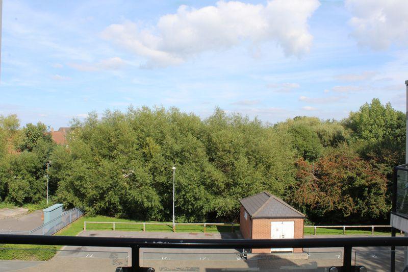 Kensington, Stormont Court