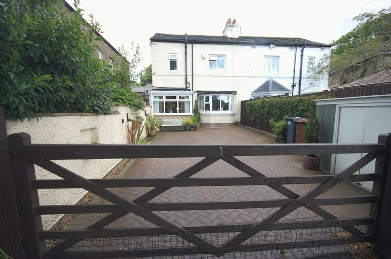 3 Bedrooms Property for sale in Cowbrook Avenue, Glossop