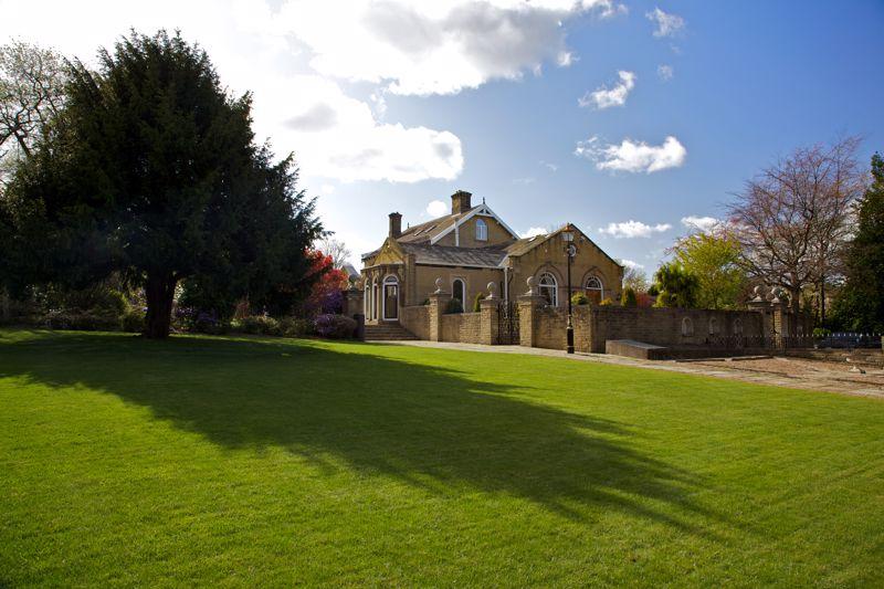 19 Woodhouse Lane