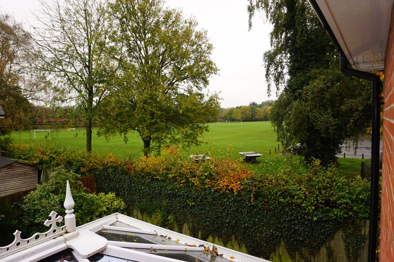 Lowbury Gardens Compton