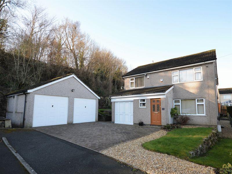 4 Bedrooms Property for sale in Elms Road Govilon, Abergavenny