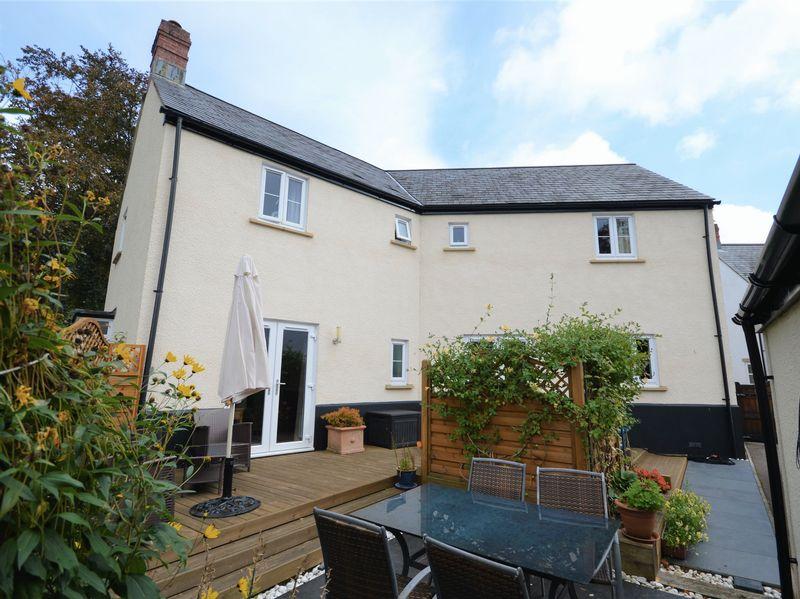 4 Bedrooms Property for sale in Maes Y Llarwydd, Abergavenny