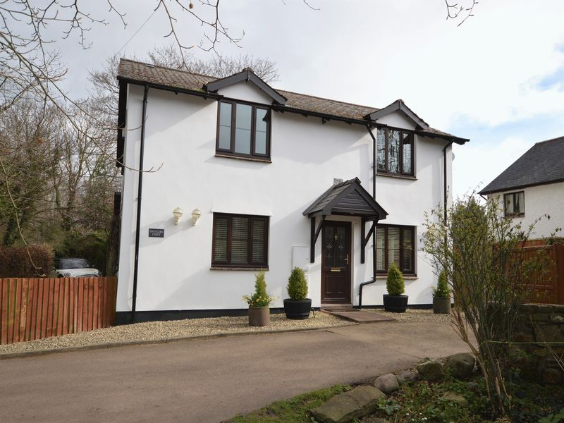 4 Bedrooms Property for sale in Lower Common, Gilwern
