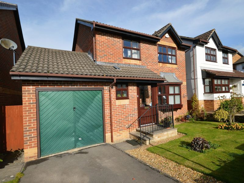 3 Bedrooms Property for sale in Glyndwr Gardens Ysbytty Fields, Abergavenny