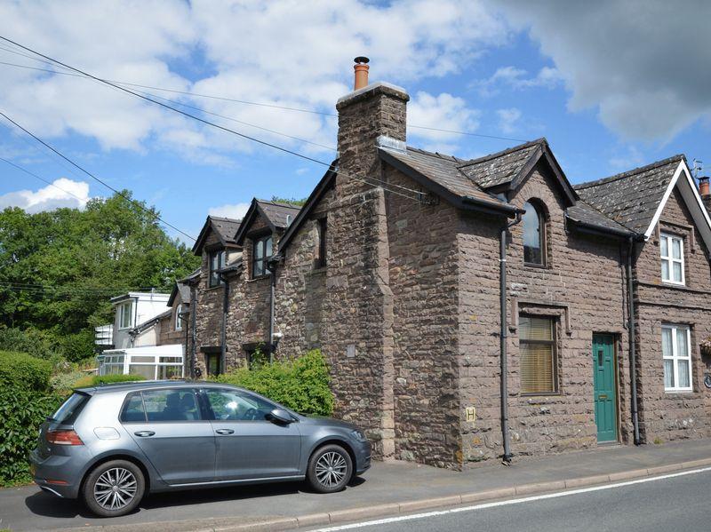 2 Bedrooms Property for sale in Glangrwyney, Crickhowell