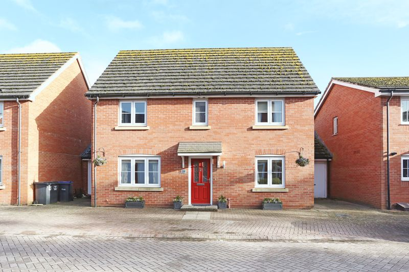 4 Bedrooms Property for sale in White Horse Way, Devizes
