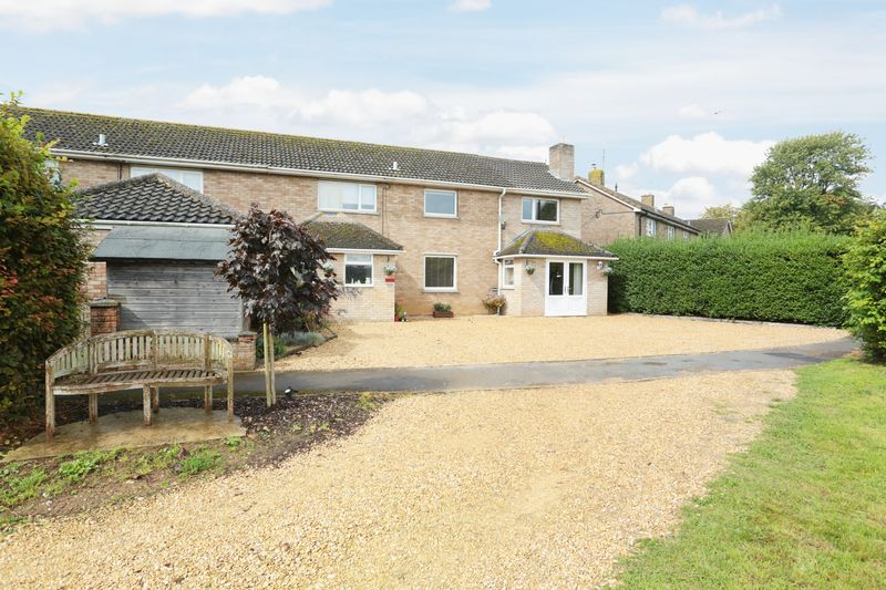 4 Bedrooms Property for sale in 24 Highfield Bromham