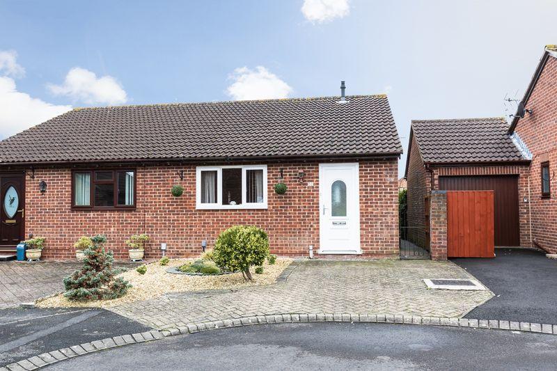 2 Bedrooms Property for sale in Devon Drive, Westbury