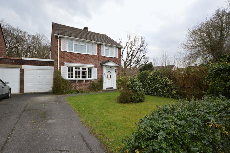 3 Bedrooms Property for sale in Highfield Close, Waterlooville
