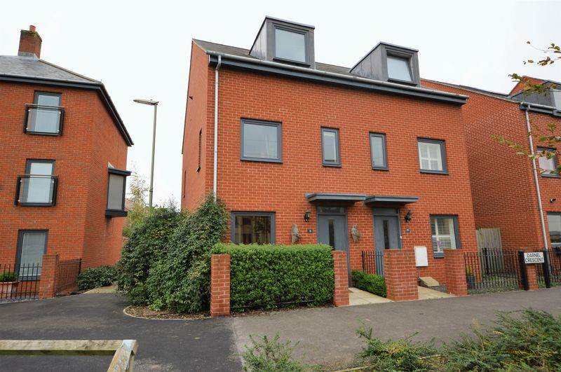 3 Bedrooms Property for sale in Darnel Crescent, Waterlooville