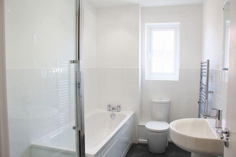 Lyn Bathroom